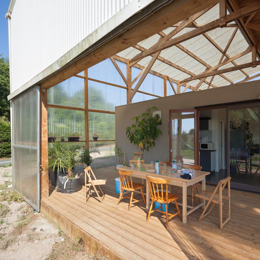 maison dans un hangar simple complte dune maison with maison dans un hangar good salon dun. Black Bedroom Furniture Sets. Home Design Ideas